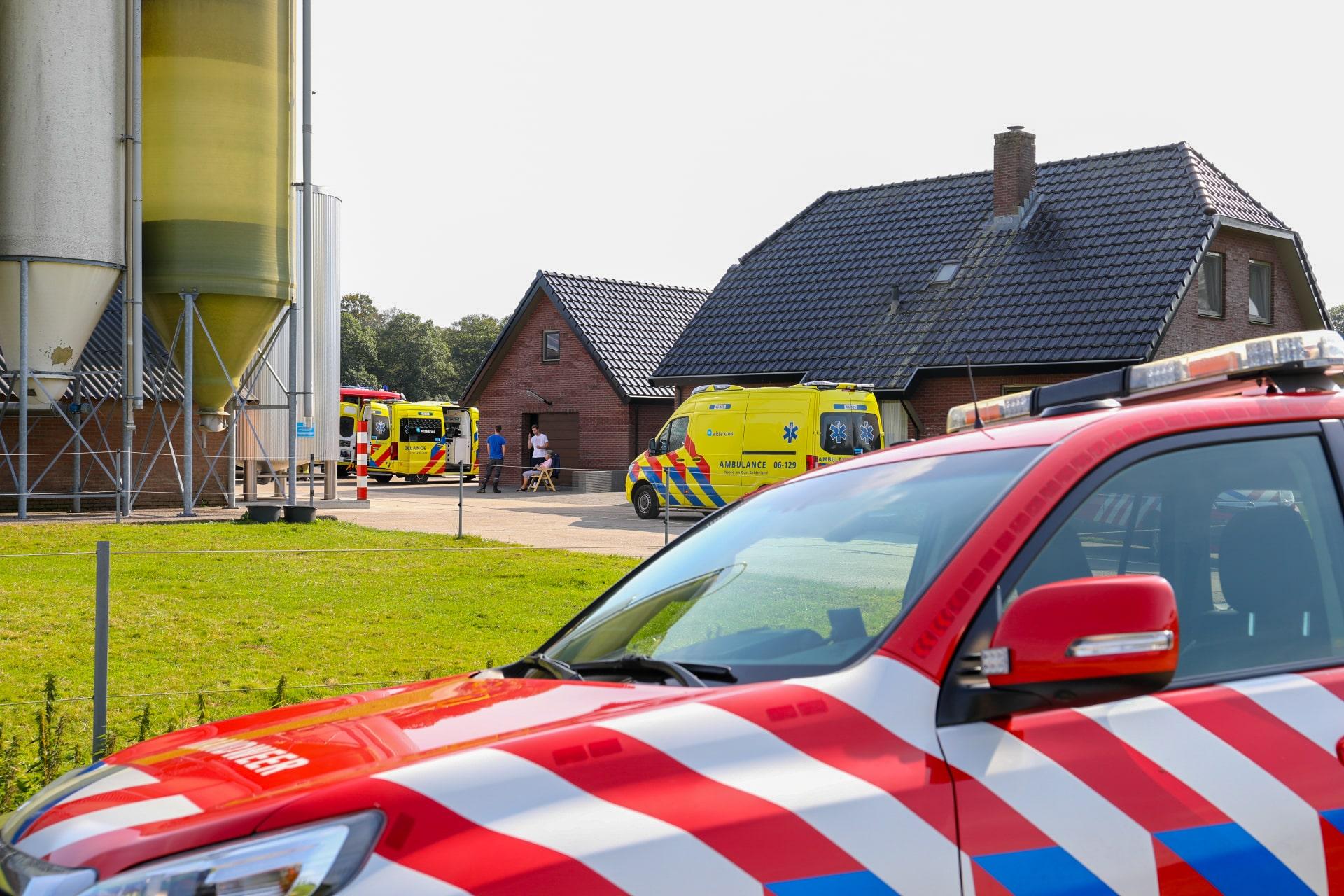 Gewonden bij ongeval met auto op boerenerf in Uddel.