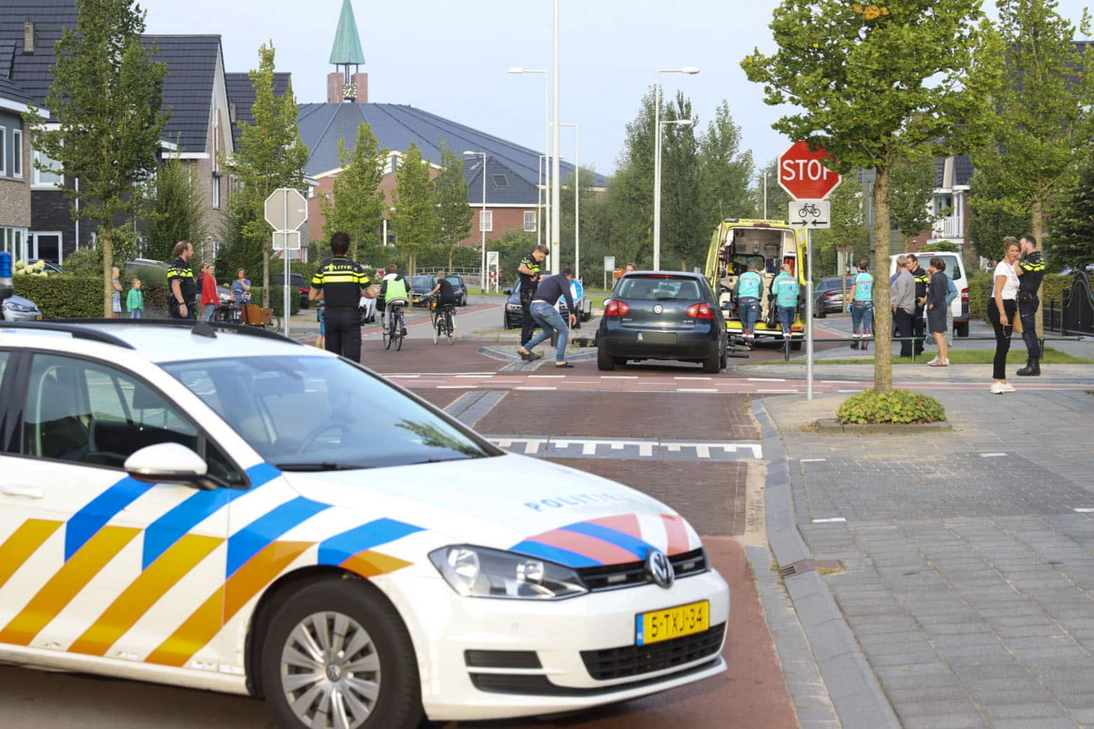 Meisje op fiets aangereden op oversteekplaats Vellerselaan in Barneveld.
