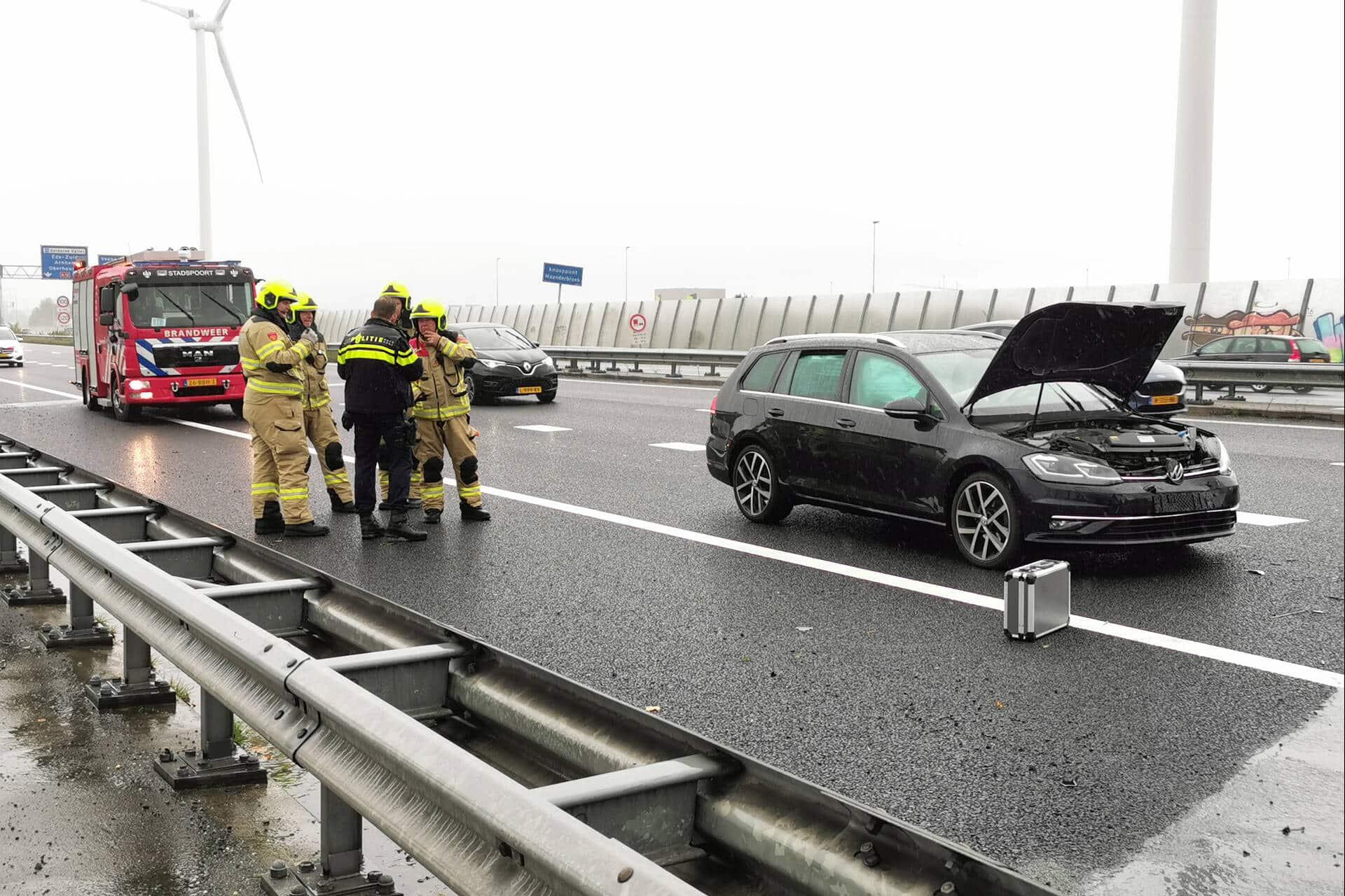 Persoon gewond bij kop-staart botsing op snelweg A30 in Ede.